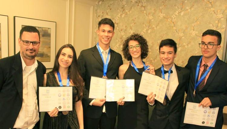 Alunos do Campus de Alegre são medalhistas na Olimpíada Internacional de Matemática da Ásia