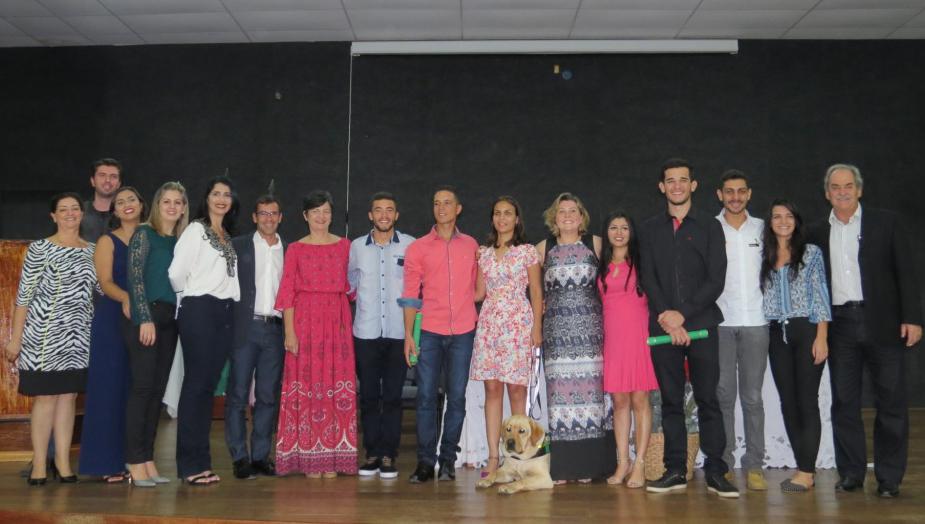 Campus de Alegre forma 1ª turma de instrutores e treinadores de cães-guia e realiza entrega de cão